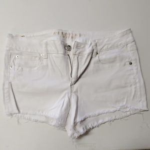 American eagle size 16 white jean shorts